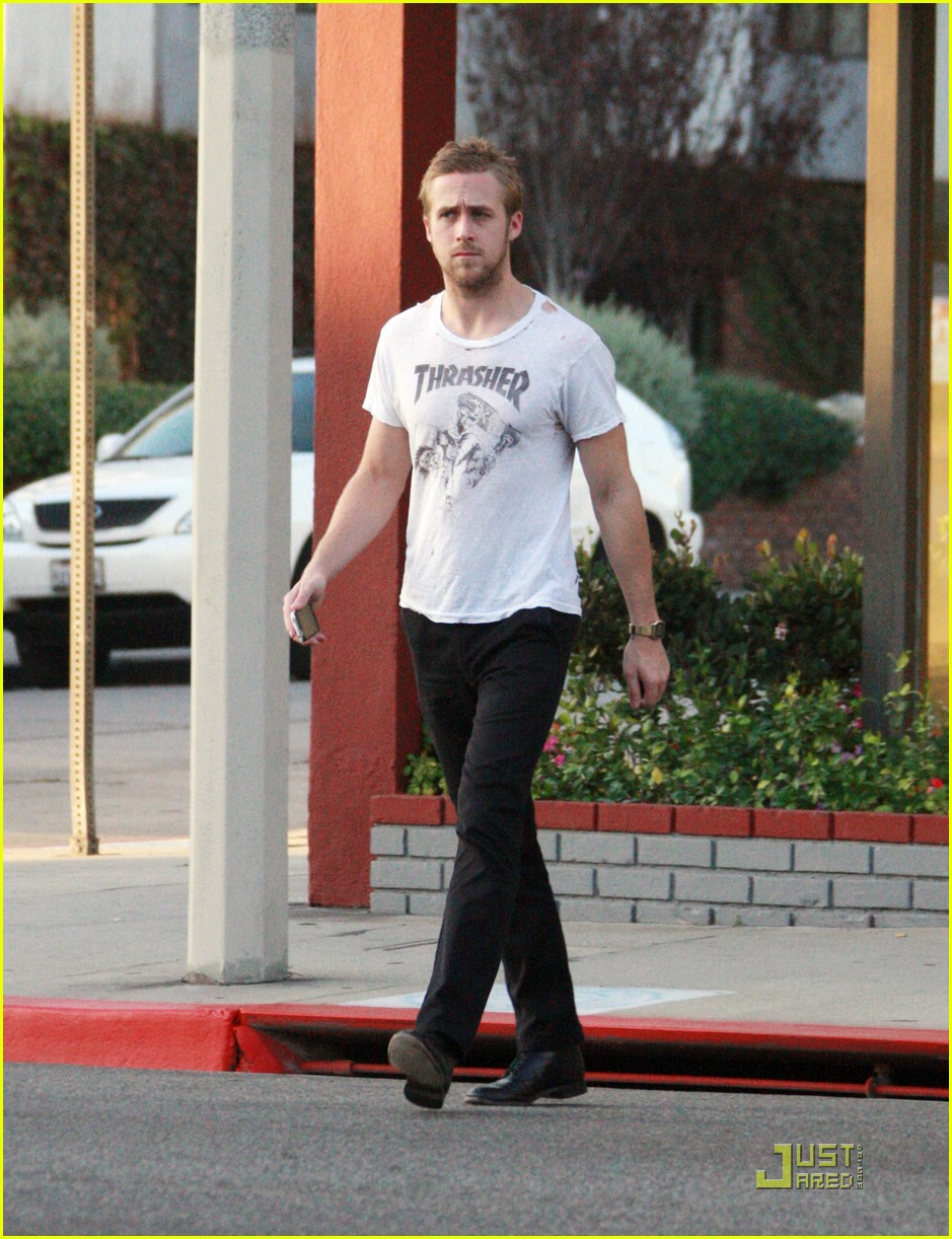 ryan gosling hole in shirt 05