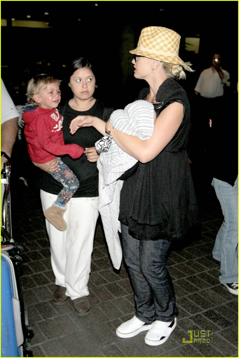 gwen stefani home for the holidays 23