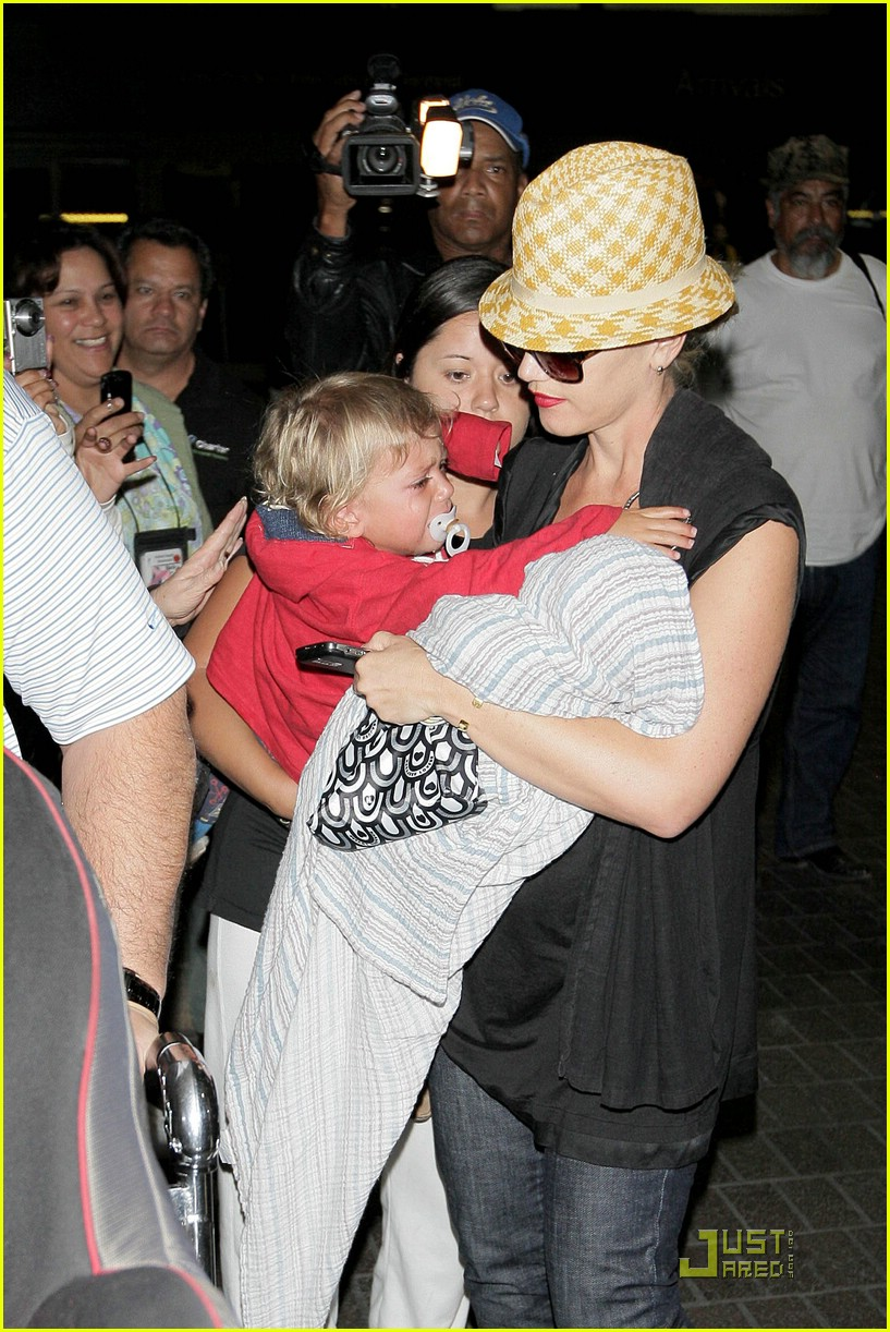 gwen stefani home for the holidays 25