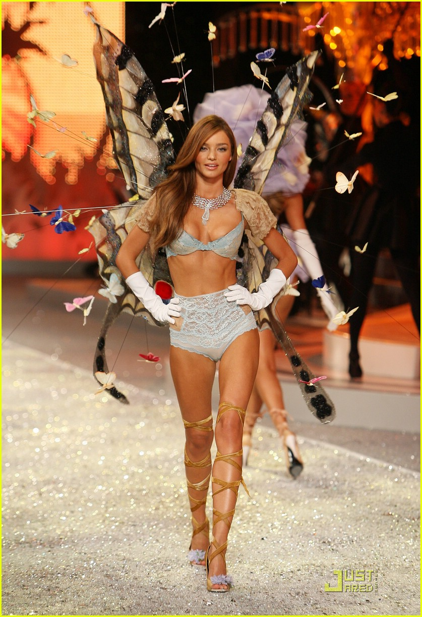 miranda kerr fashion show foxy 01