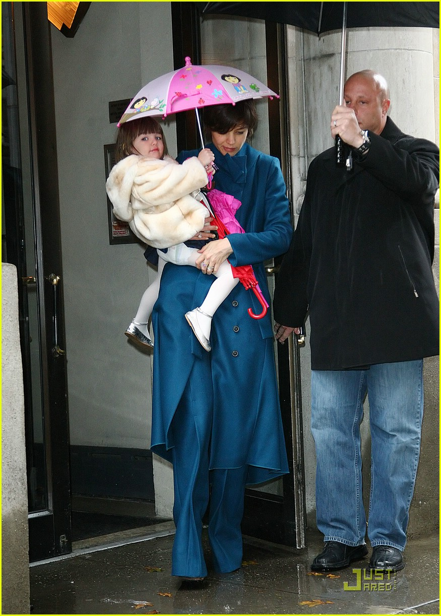 suri cruise umbrella dora the explorer 01