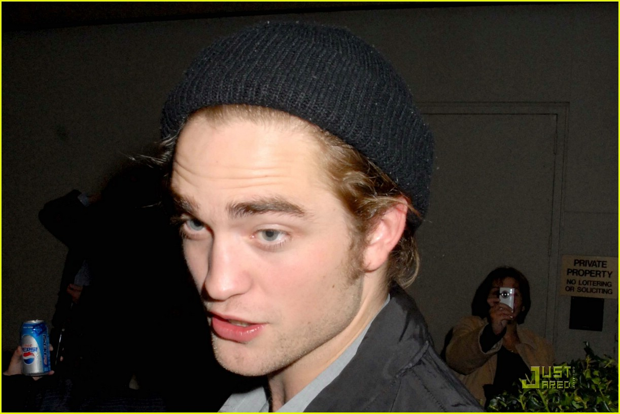 Robert Pattinson Has an Incredible Six Pack Robert Pattinson