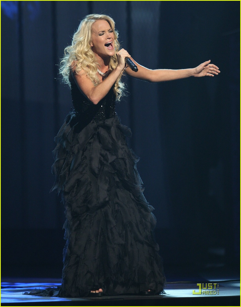 carrie underwood 2008 cma awards 02