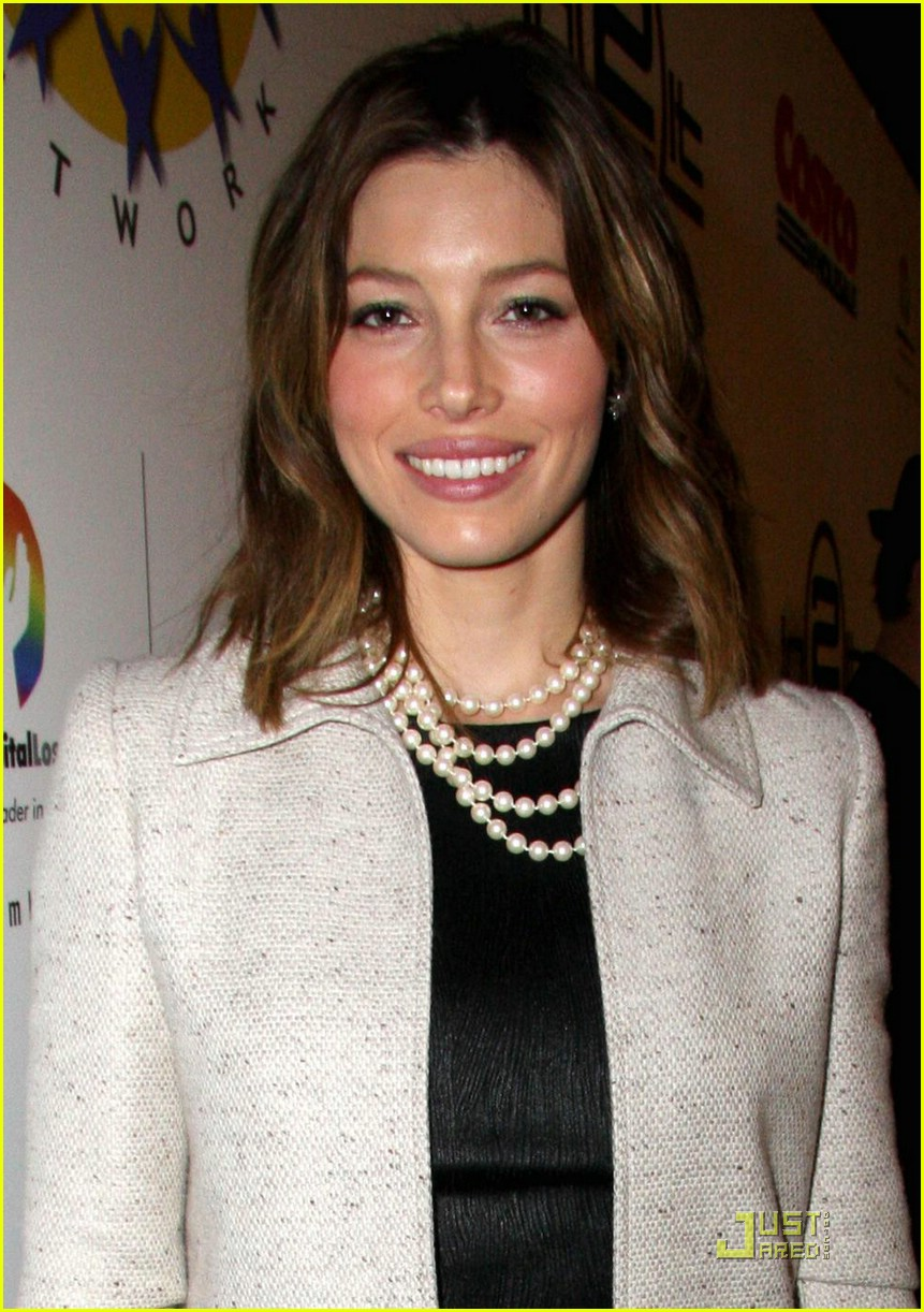 jessica biel is a pearly princess photo 1591891 jessica biel pictures just jared