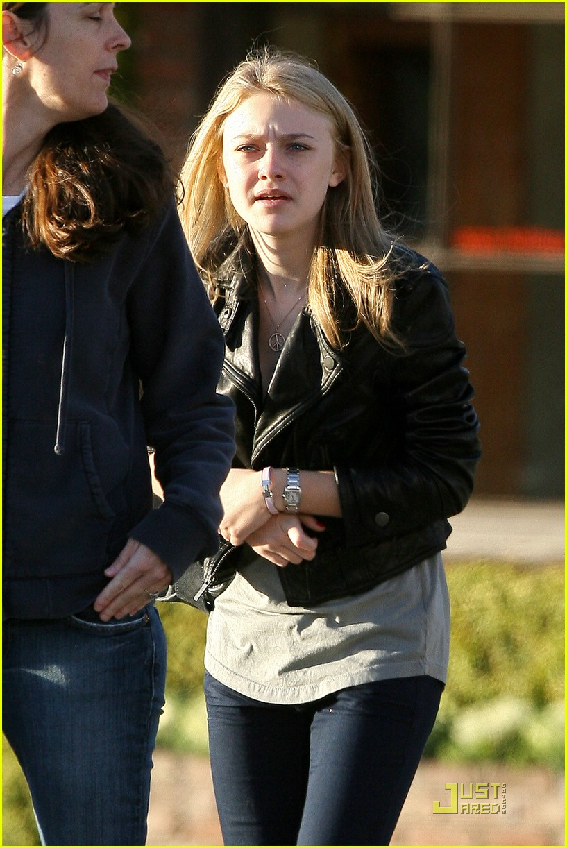 dakota fanning marc jacobs shopping 01