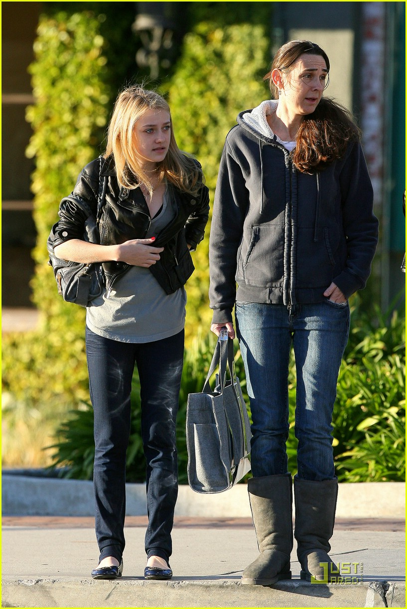 dakota fanning marc jacobs shopping 071619391