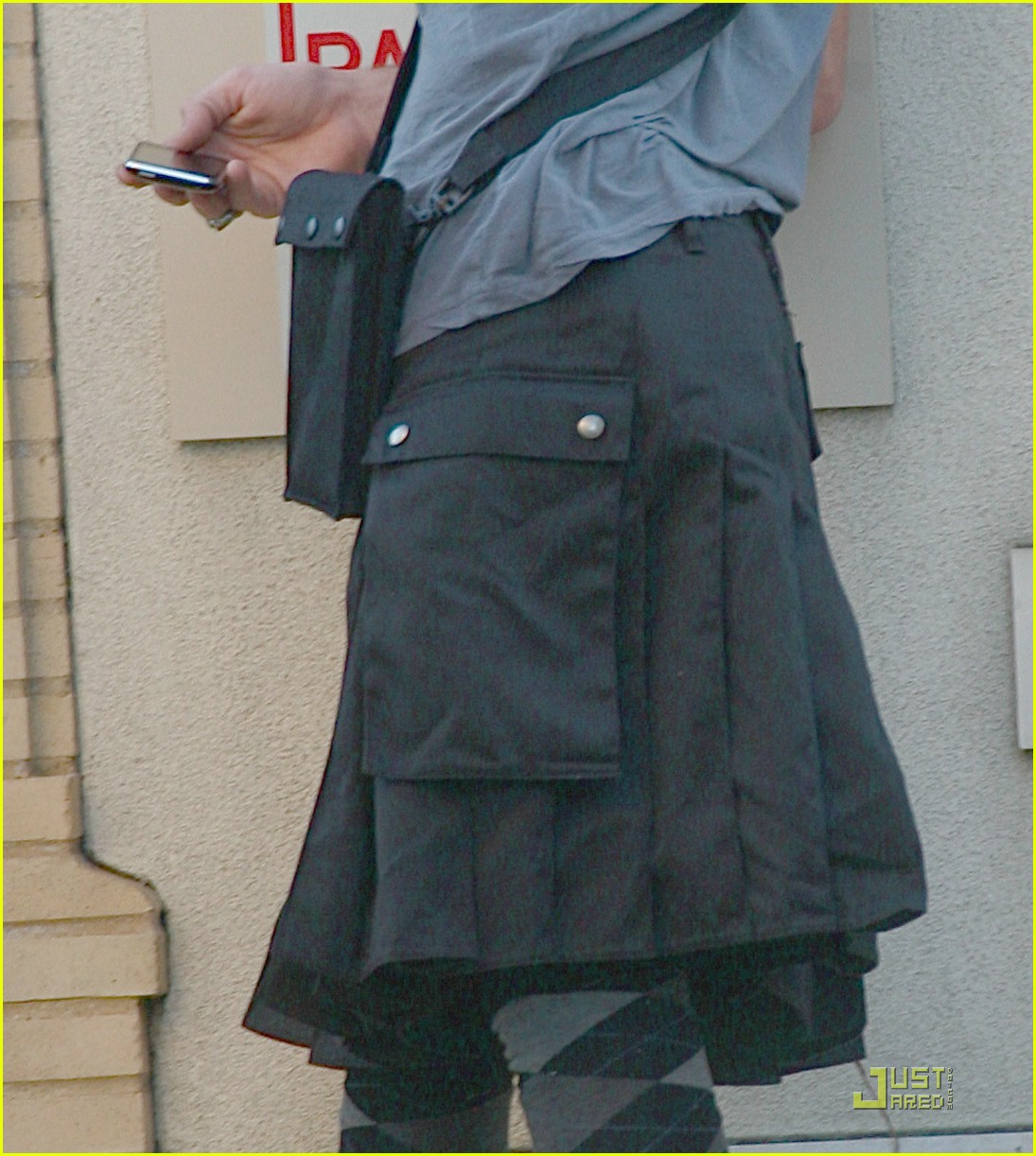 cam gigandet kilt 04