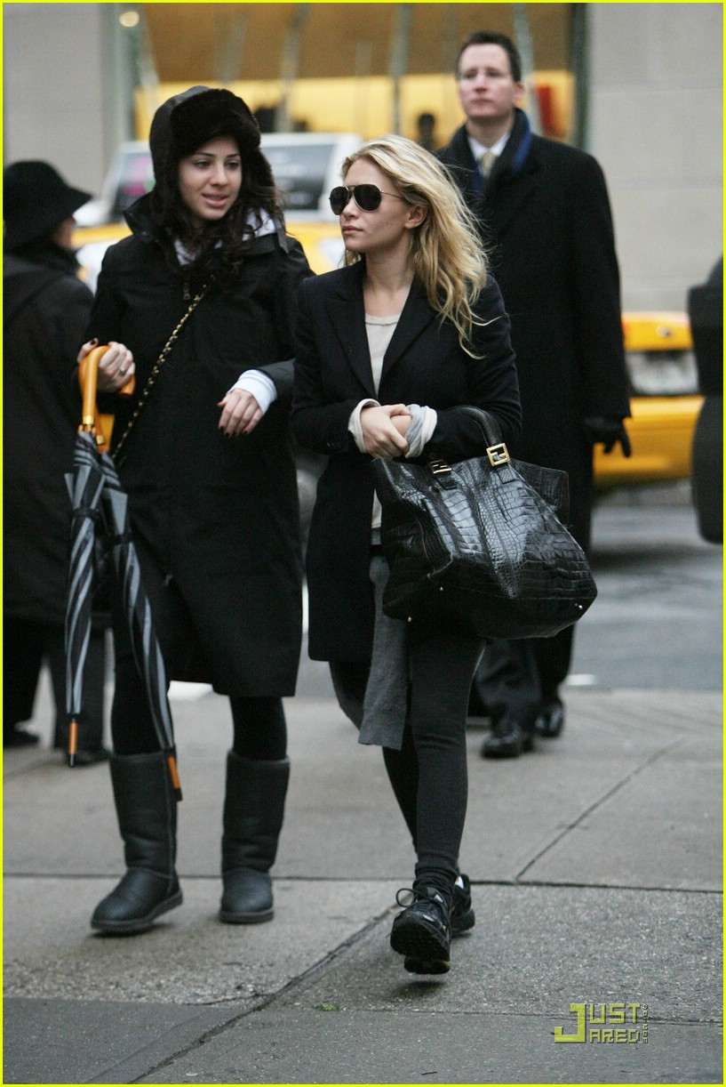 ashley olsen sneakers 04