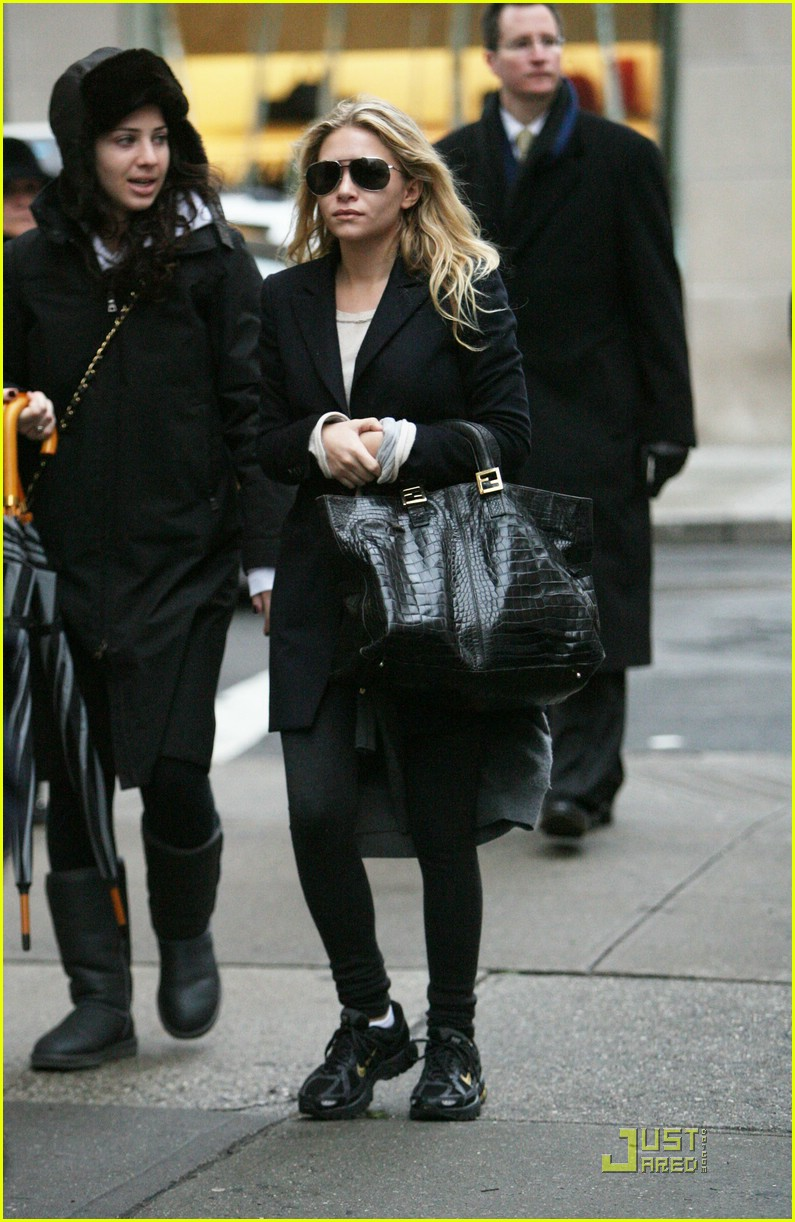 ashley olsen sneakers 05