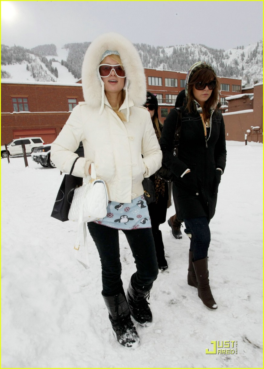 paris hilton aspen christmas 33