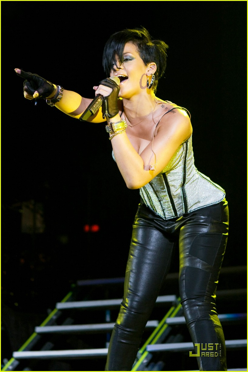 rihanna b96 jingle bash 13