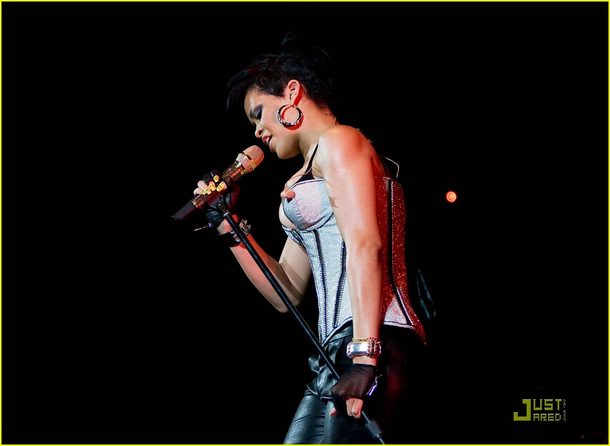 rihanna b96 jingle bash 17