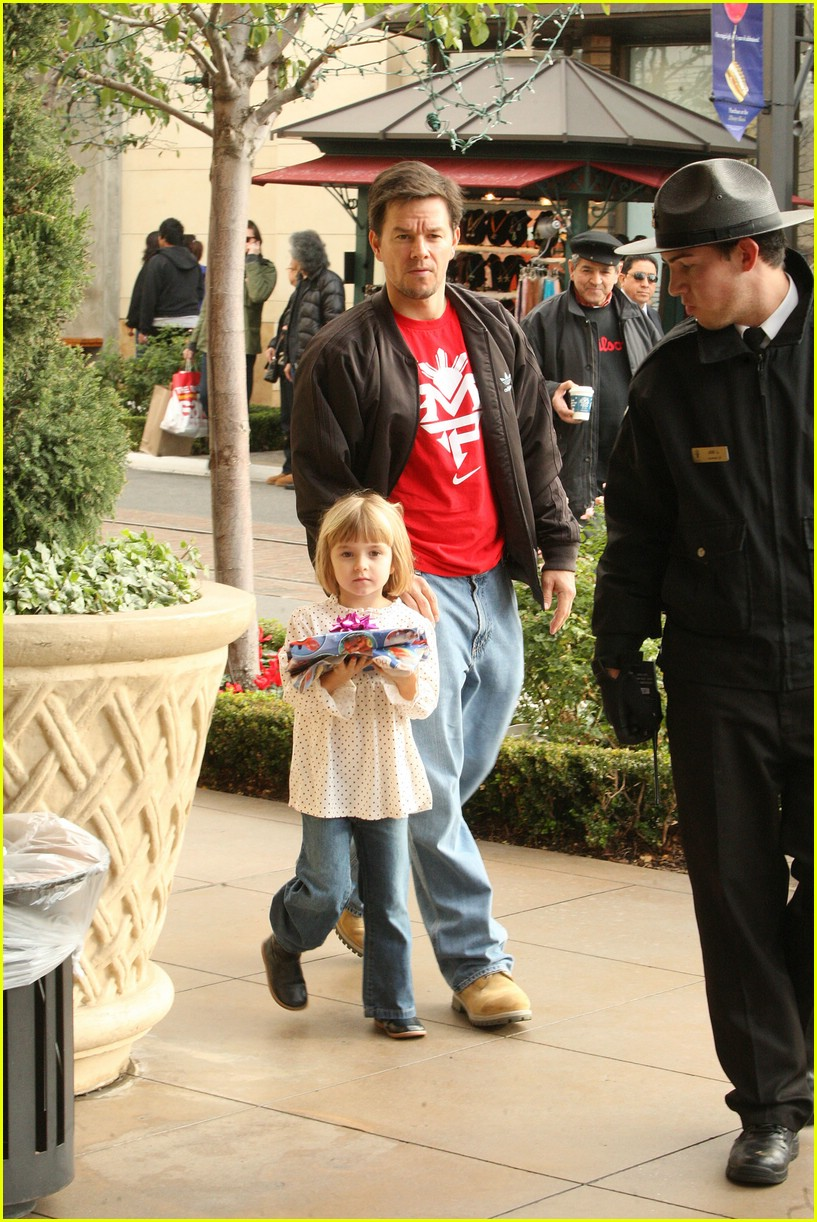 mark wahlberg santa claus 15