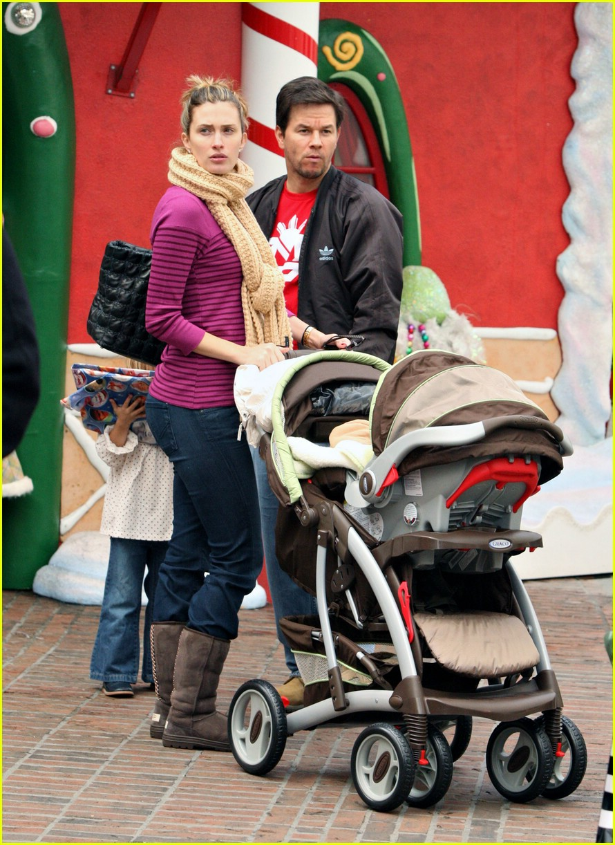 mark wahlberg santa claus 20