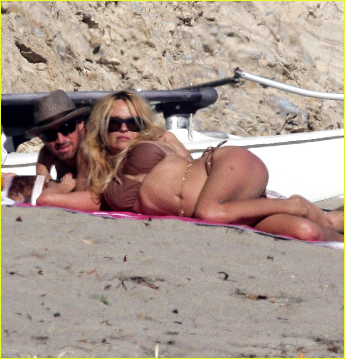 pamela anderson bikini again 04 Posted in Pamela Anderson Bares Bikini (Again)