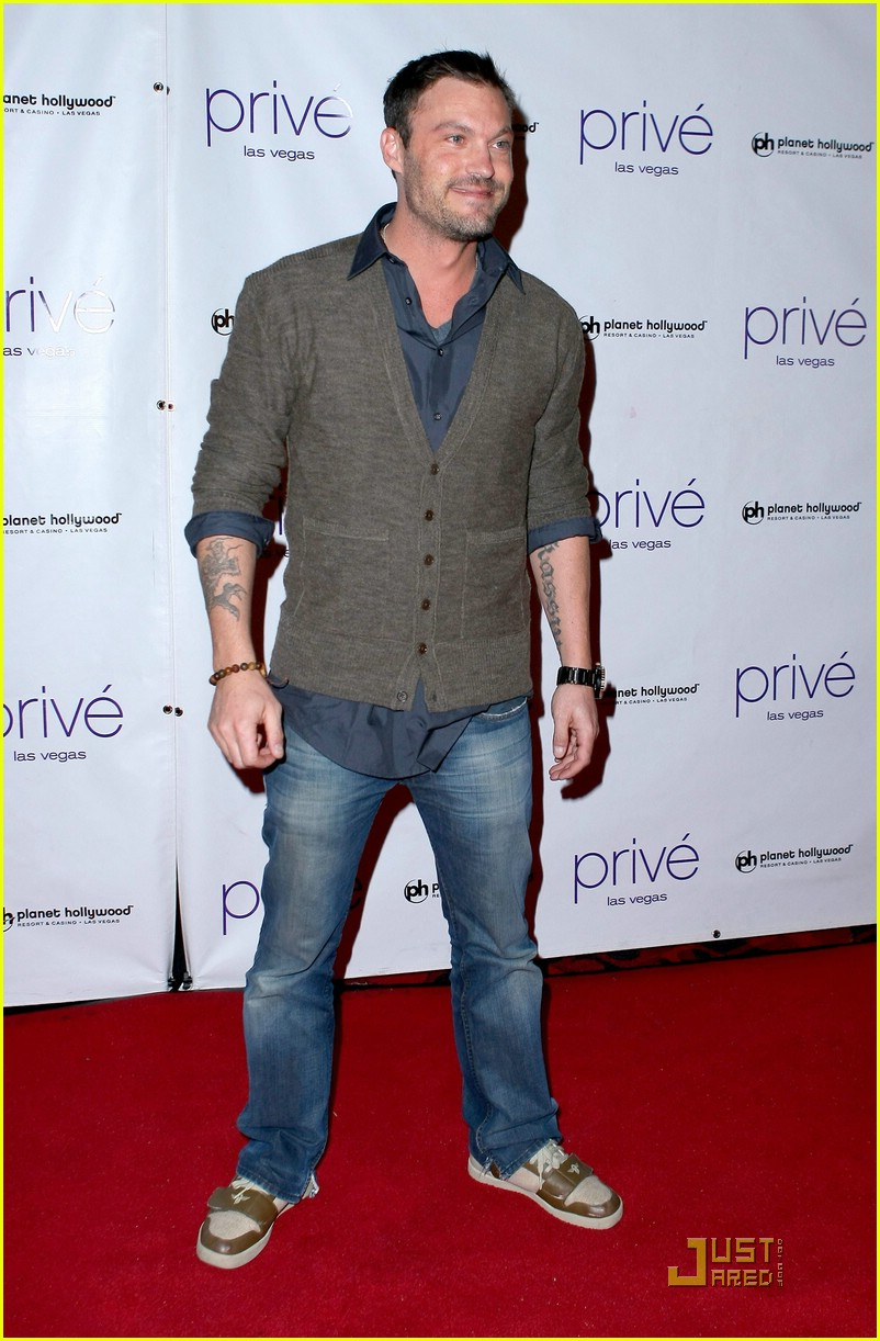 thomas dekker planet hollywood birthday party 15