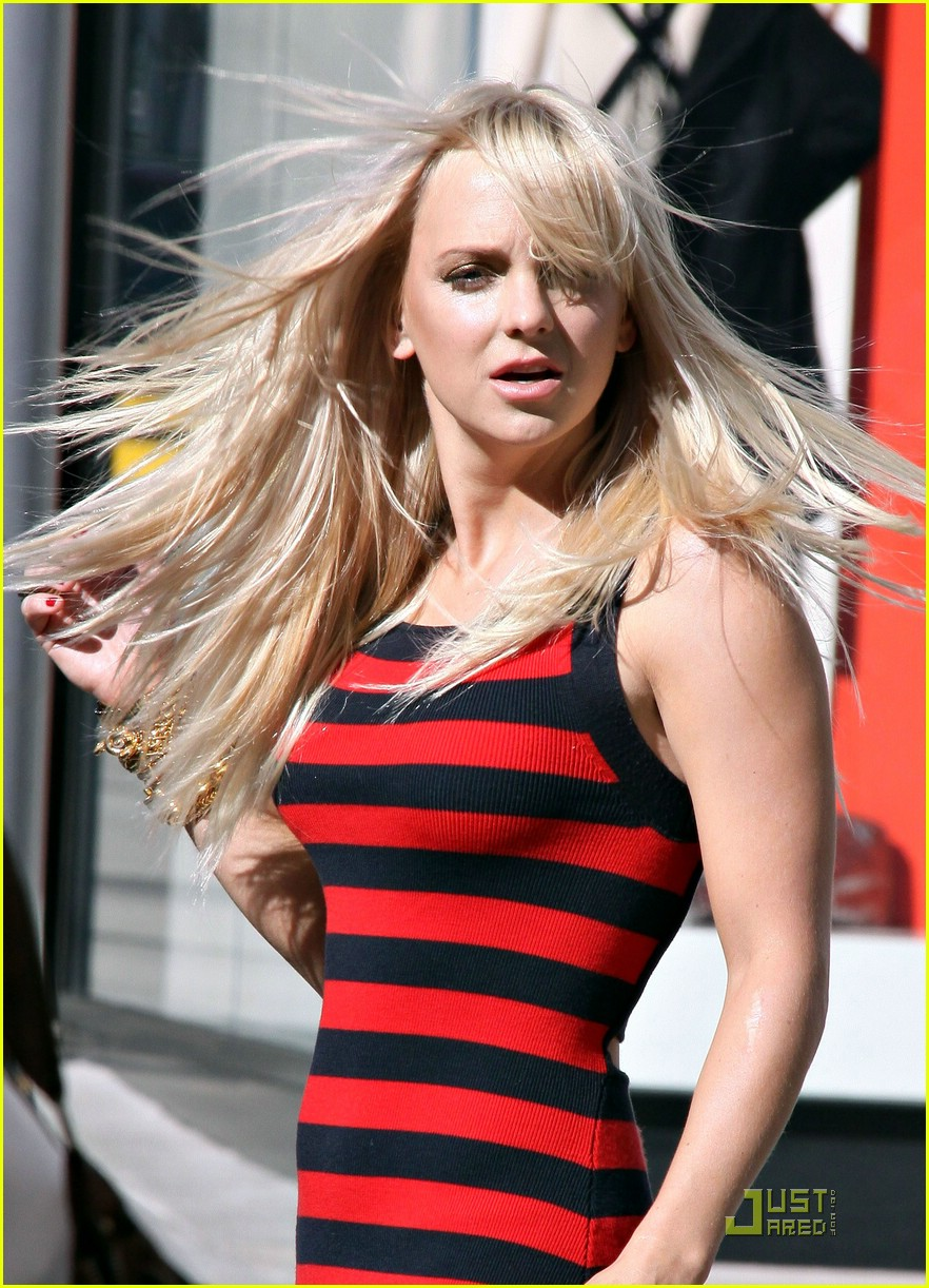 anna faris lost in stripes 061658841
