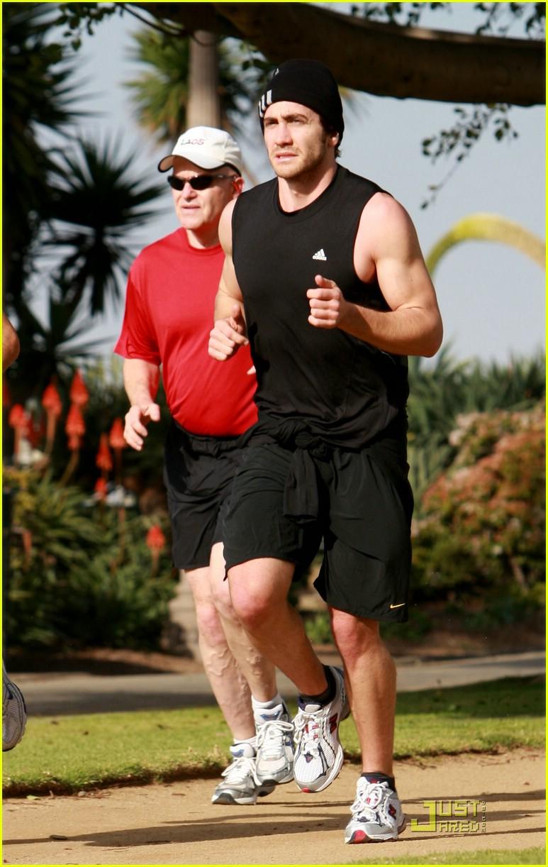 jake gyllenhaal running 051638061