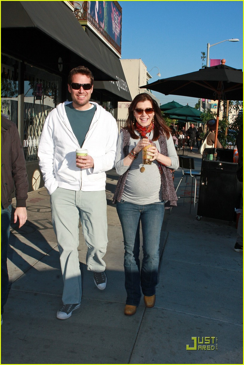 alyson hannigan bubble tea 011629311