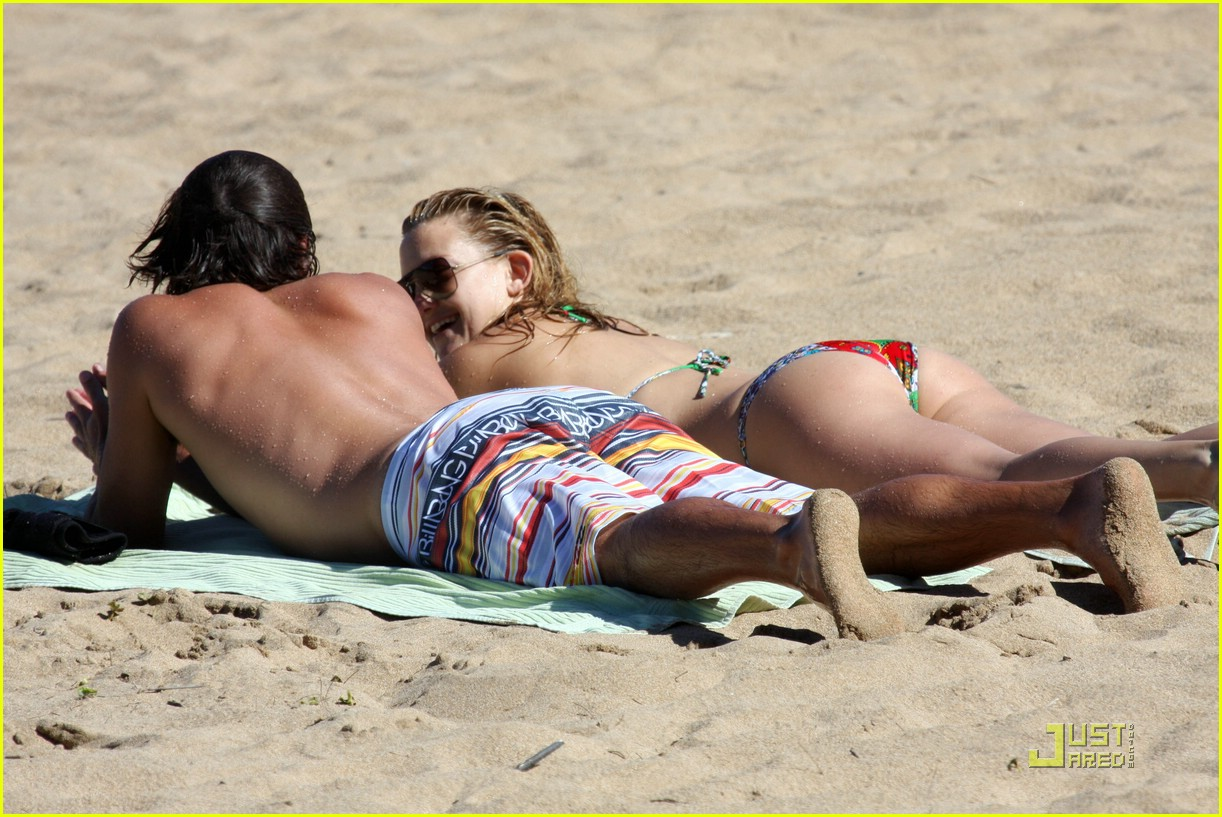 kate hudson adam scott hawaii 08
