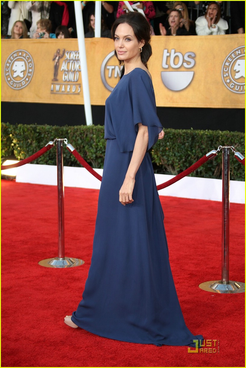 angelina jolie backwards dress sag awards 15