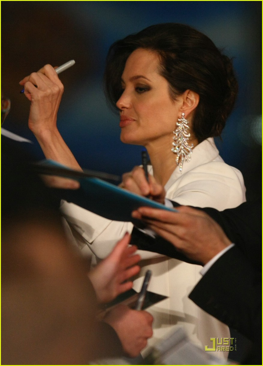 angelina jolie brad pitt benjamin button premiere 36