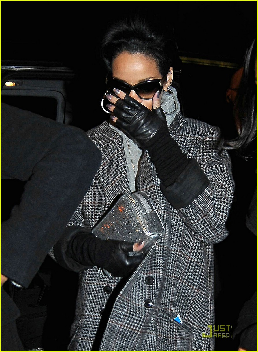 Rihanna: Cold Sore Cover-Up!: Photo 1640991 | Rihanna ...