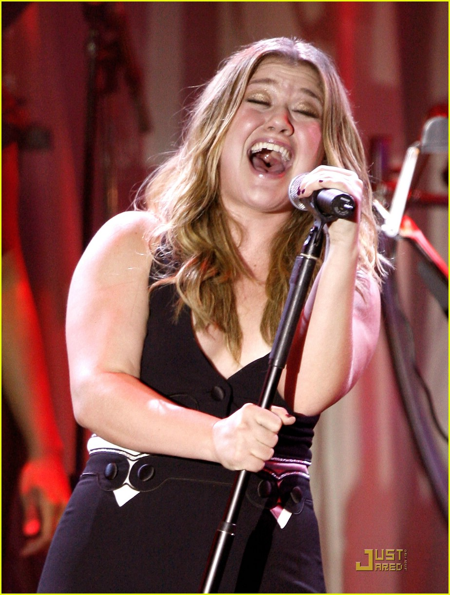 kelly clarkson clive davis salute 12
