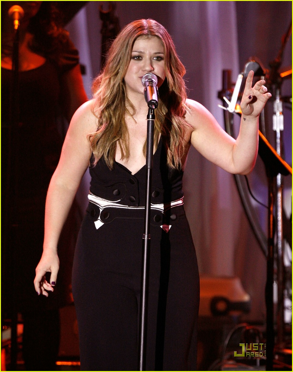 kelly clarkson clive davis salute 22