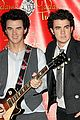 jonas brothers wax figures 01
