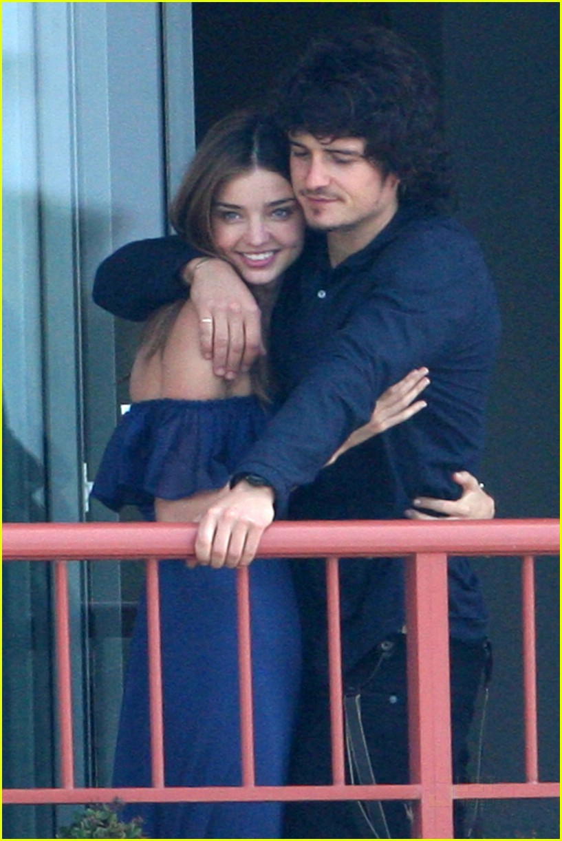 orlando bloom miranda kerr balcony pda 04