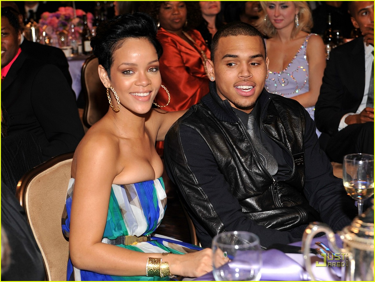 rihanna chris brown grammys 35