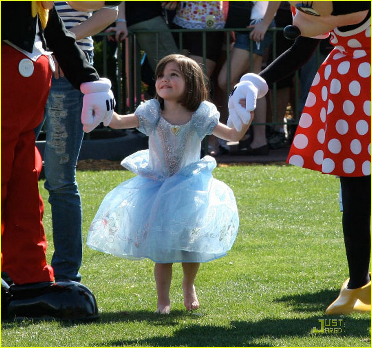 suri cruise disney pretty princess 03