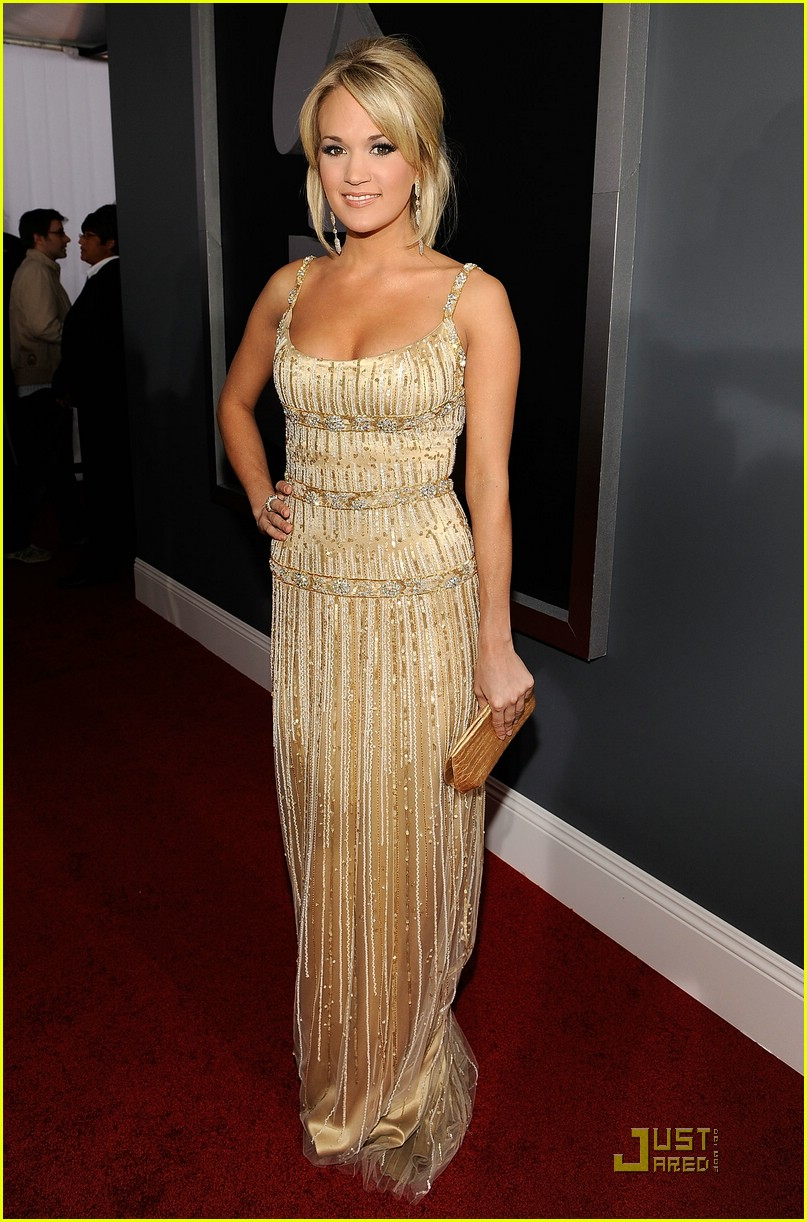 carrie underwood grammys red carpet 2009 14