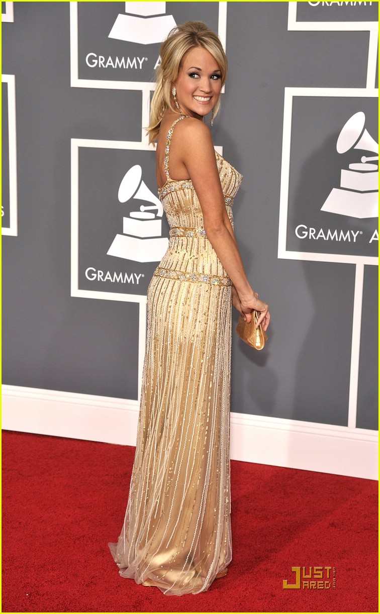 carrie underwood grammys red carpet 2009 17