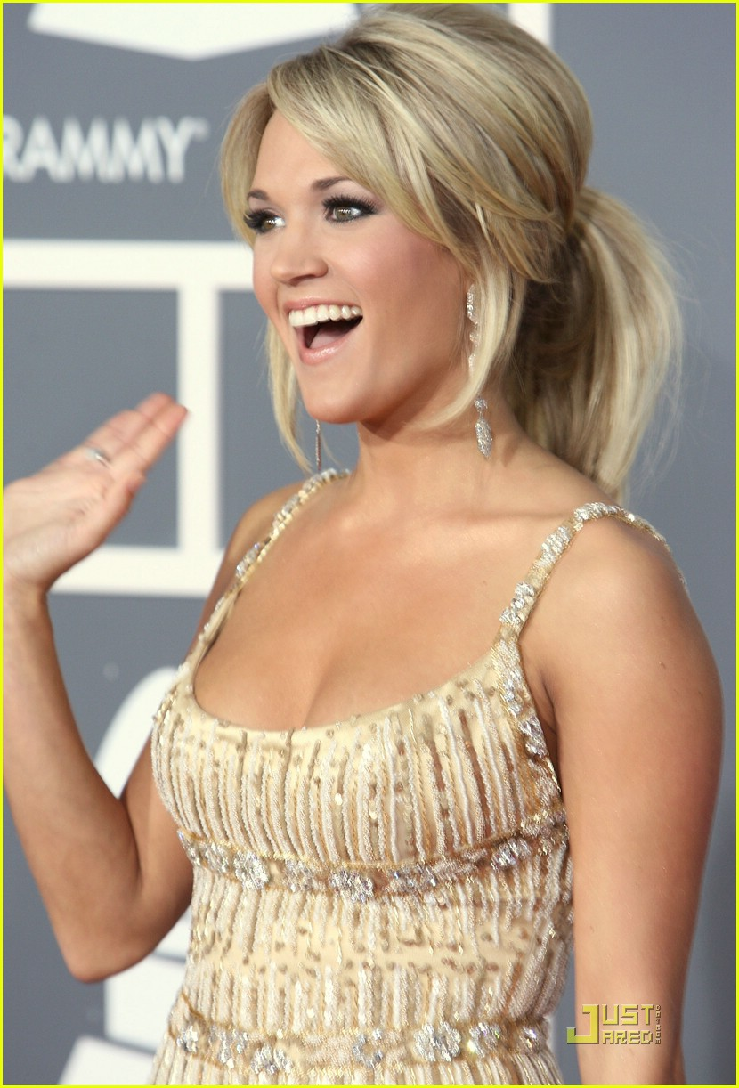 carrie underwood grammys red carpet 2009 21