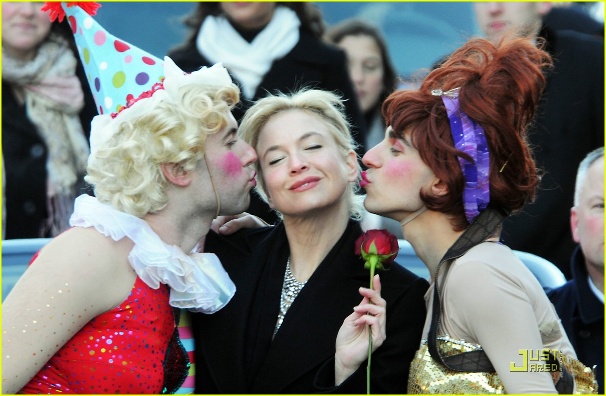 renee zellweger 2009 hasty pudding award 13
