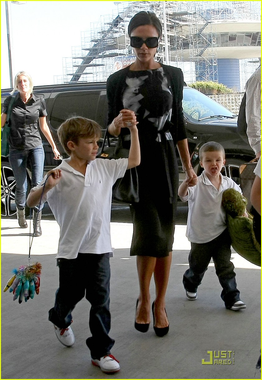 victoria beckham boys support dad 05