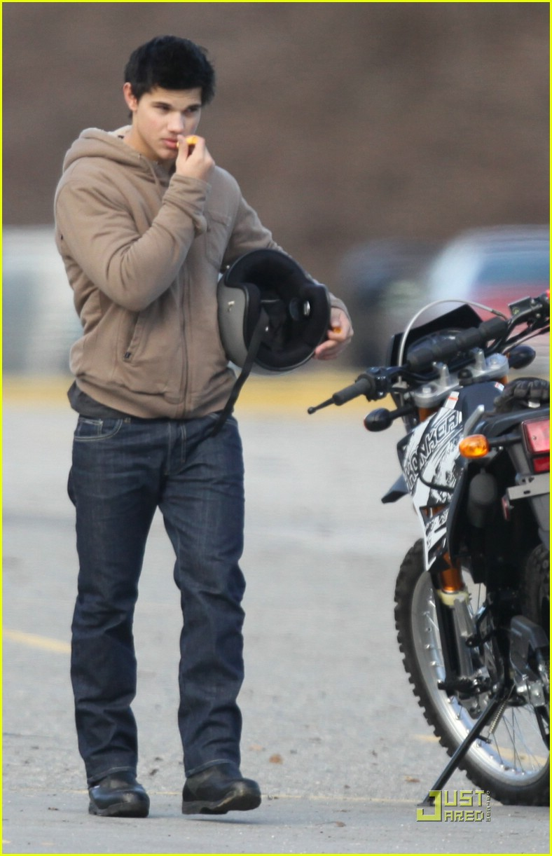 taylor lautner dirt bike 03