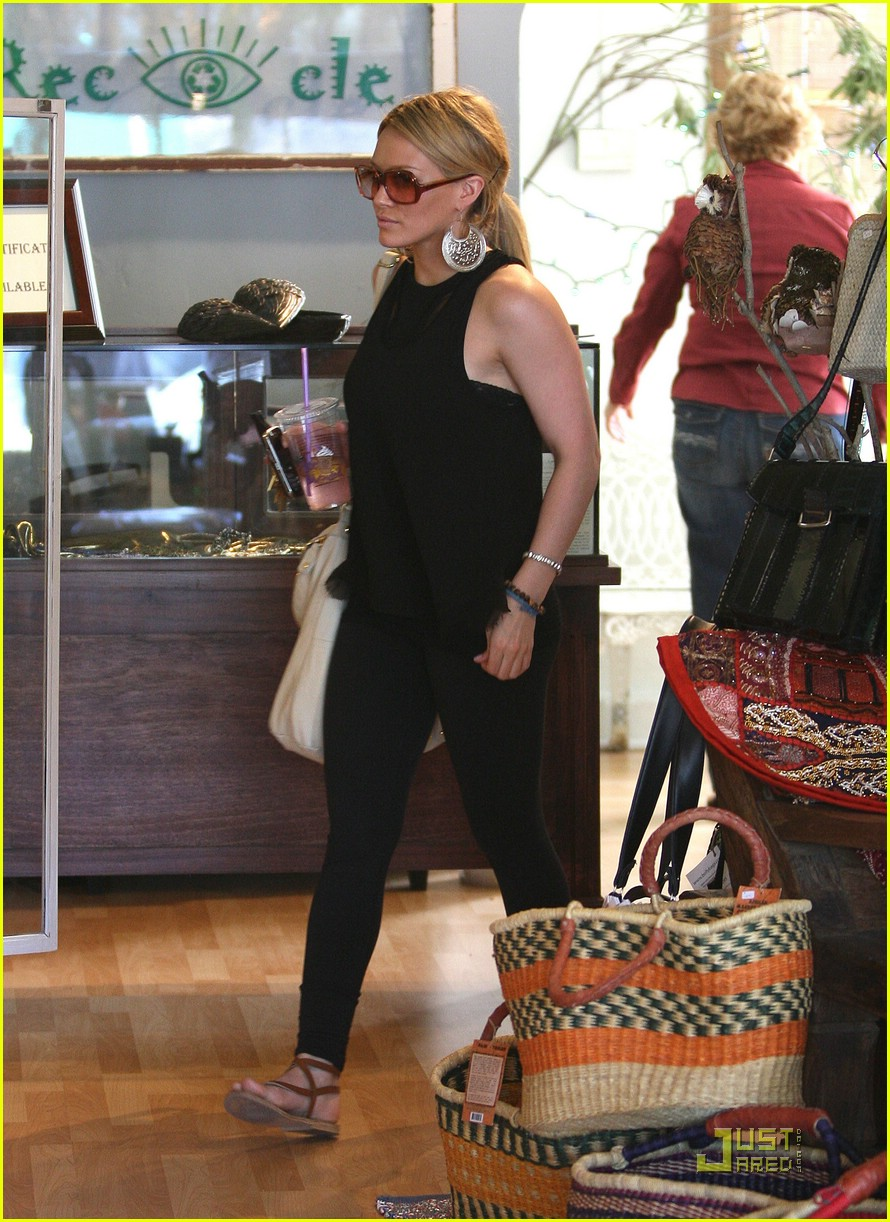 hilary duff caioti pizza cafe 04