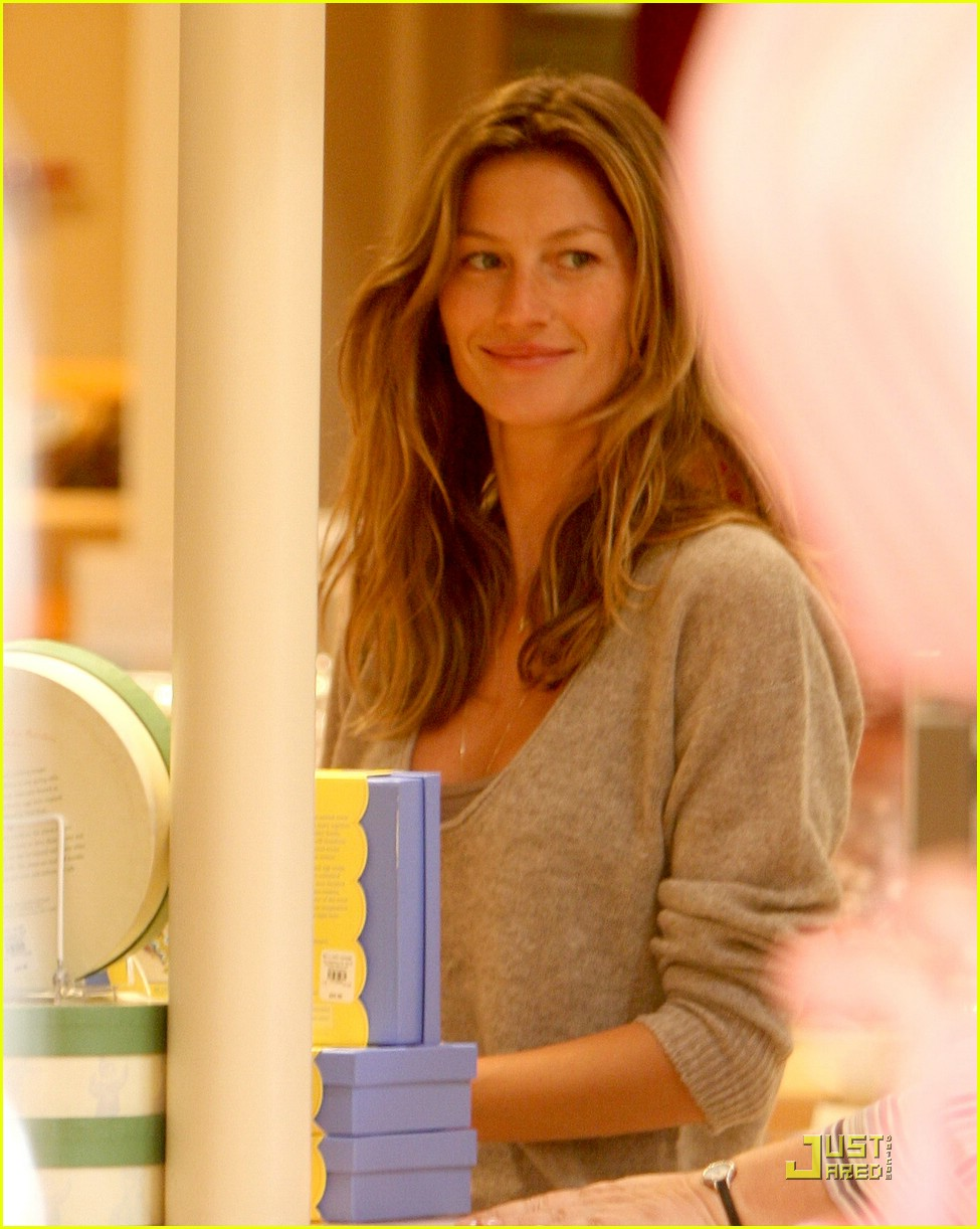 gisele bundchen tom brady best buy candy store 03