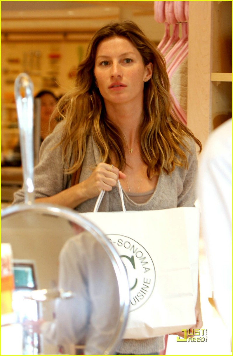 gisele bundchen tom brady best buy candy store 07