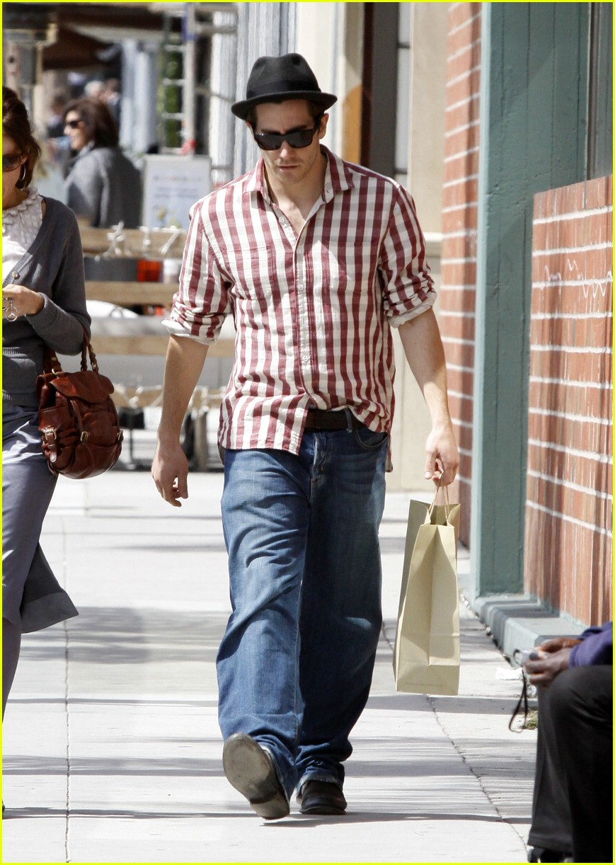 jake gyllenhaal rad plaid 01