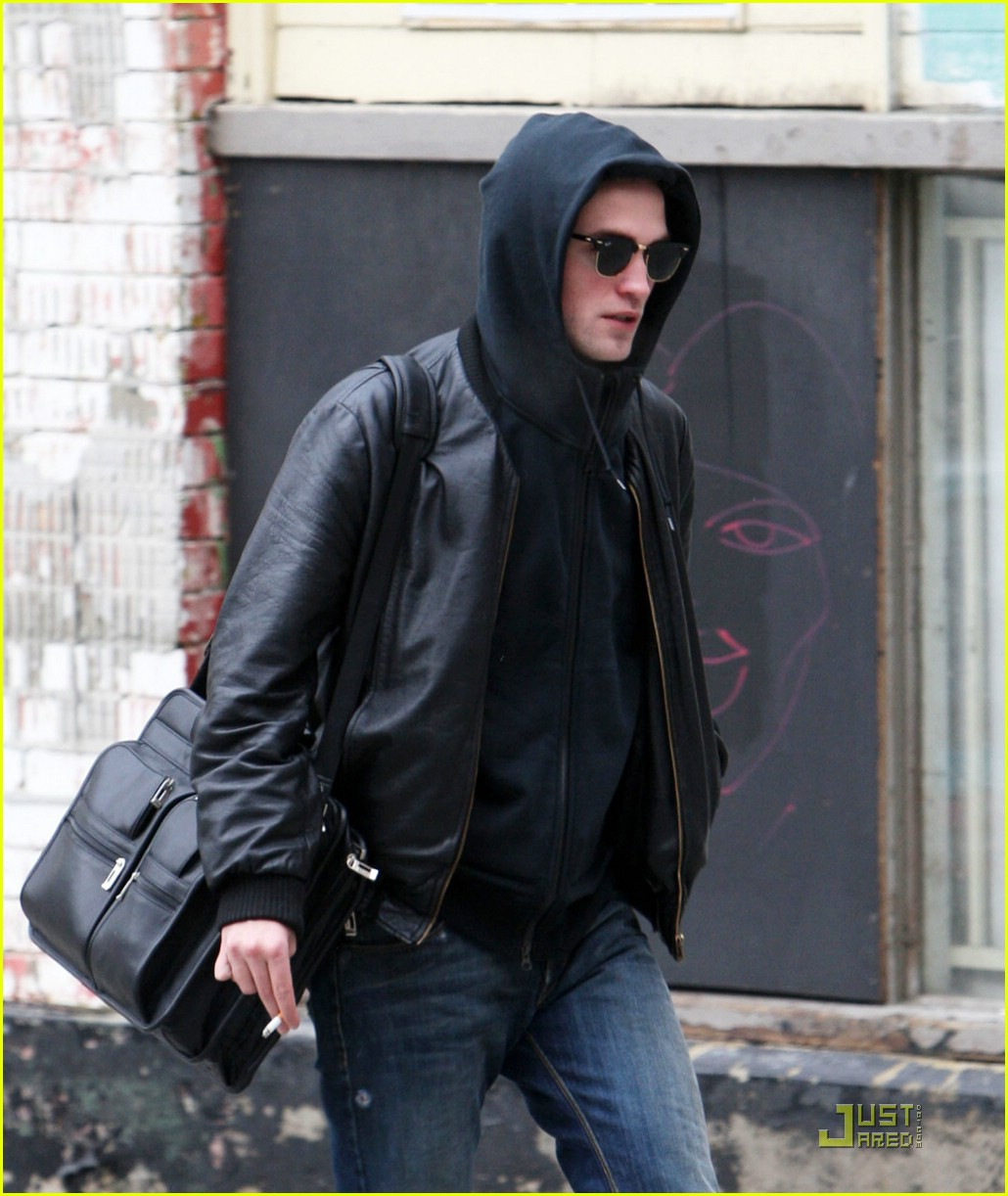 robert pattinson smoking 01