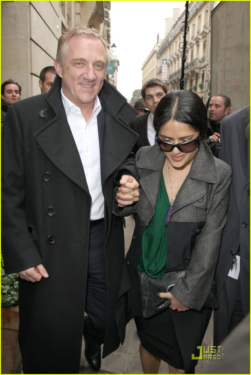 salma hayek francois henri pinault fashion week paris 06