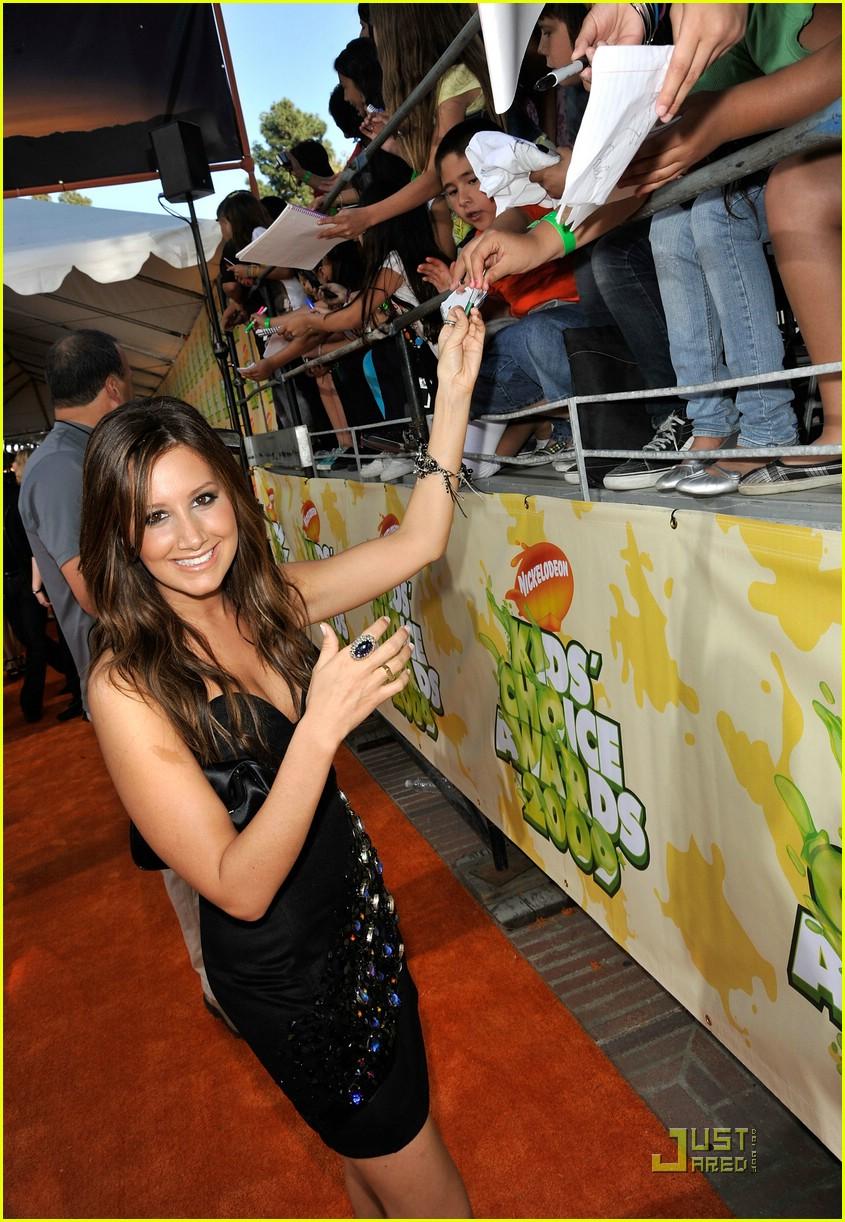 ashley tisdale 2009 kids choice awards 03