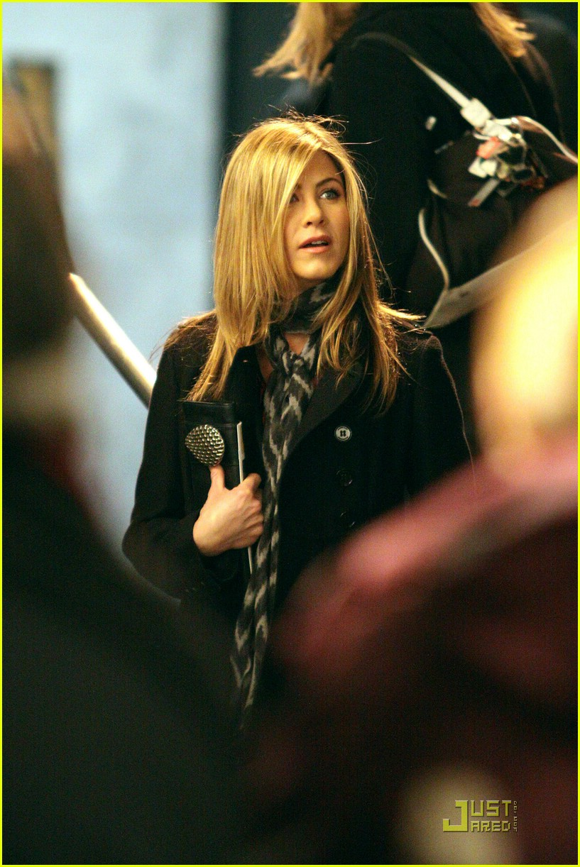 jennifer aniston kick 21