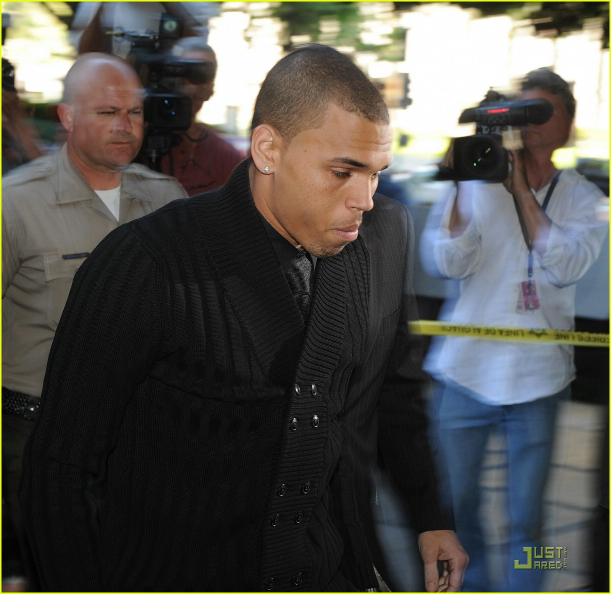 chris brown pleads not guilty 02