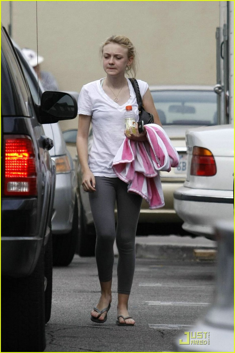 dakota fanning gatorade 051847531