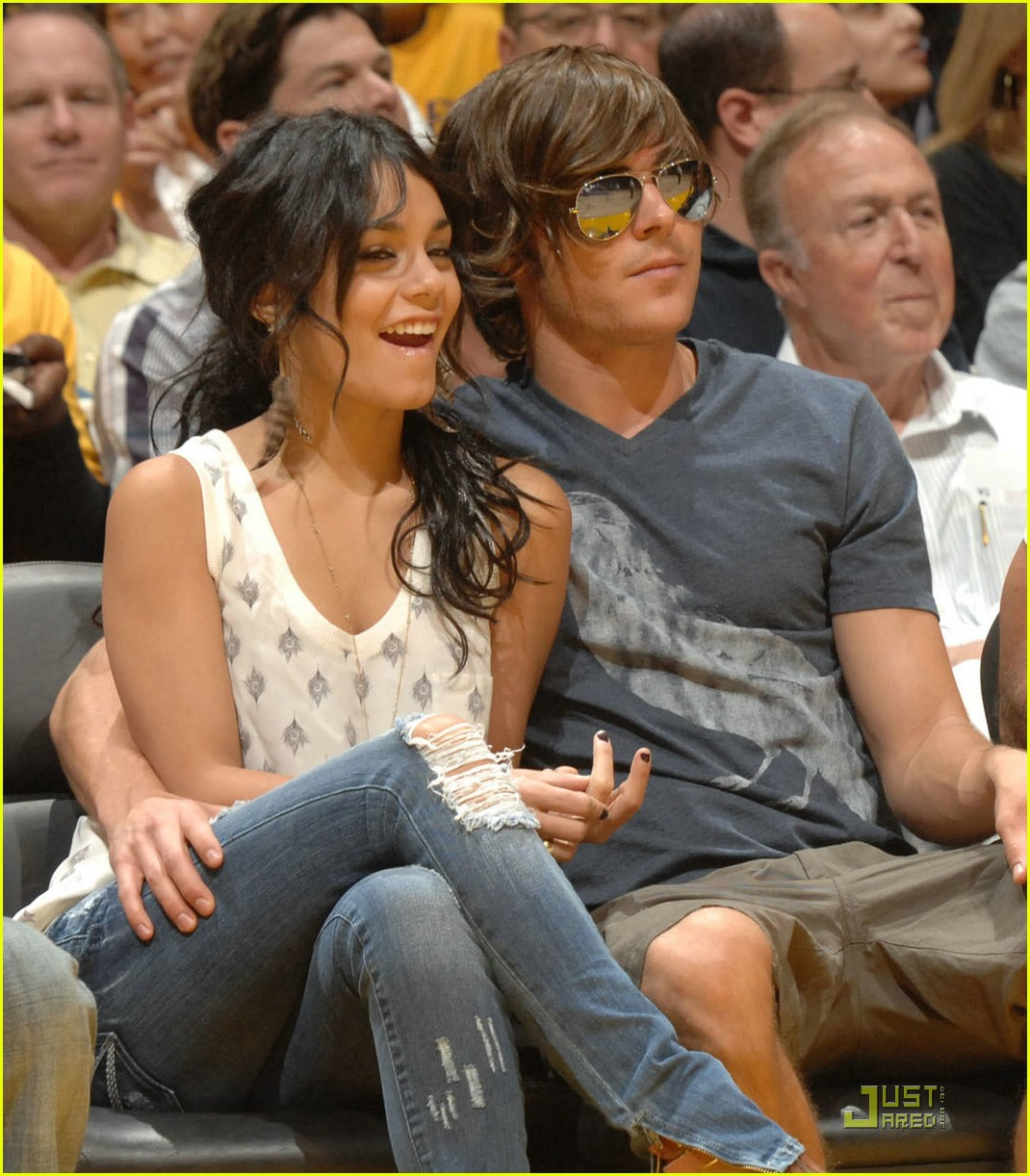 zac efron vanessa hudgens lakers 09